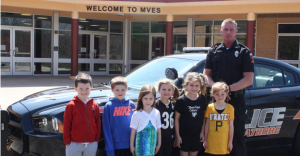 Pictured from left are Mt. View students Dylan Steele, Lucas Lesko, Lydia Piper, Sophia Zezzo, Maggie Maiers, and Kennedy Siemon with Officer Rob.